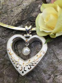 Remarkable Enamel Heart/Pearl Pendant    #HO9